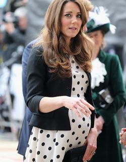 Kate, un passeggino azzurro scatena il nuovo toto-bebè