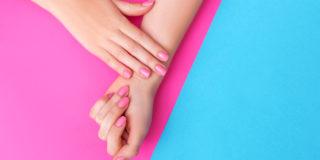 Smalto, tinte e trattamenti estetici: cosa si può fare in gravidanza