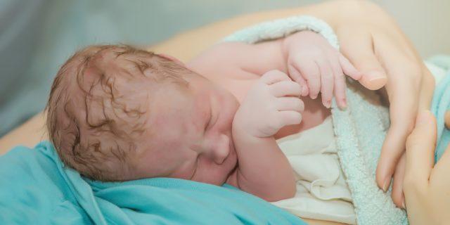 Parto e allattamento: le 15 raccomandazioni dell'OMS