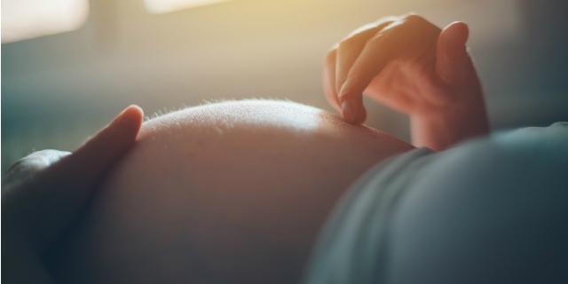 Cos'è la fase latente del parto e come si manifesta