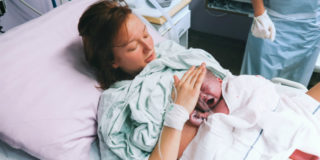 """Perché in alcuni casi il parto viene """"indotto"""" (e come)"""