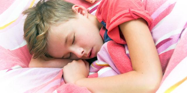 Pipì a letto: la fanno 5 bimbi su 100, soprattutto maschi