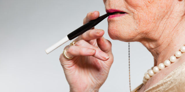La sigaretta in menopausa aumenta i livelli degli ormoni sessuali