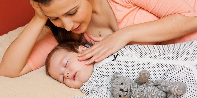 """Le carezze della mamma restano """"impresse"""" nel DNA del neonato"""