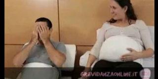Papà col pancione, una cintura per sentire il bebè che scalcia
