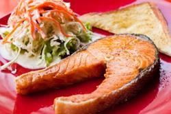 Gravidanza, il salmone fa bene sia al feto che al bebè