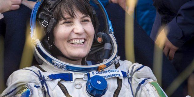 """Samantha Cristoforetti incinta: la nuova """"missione"""" dell'astronauta italiana"""