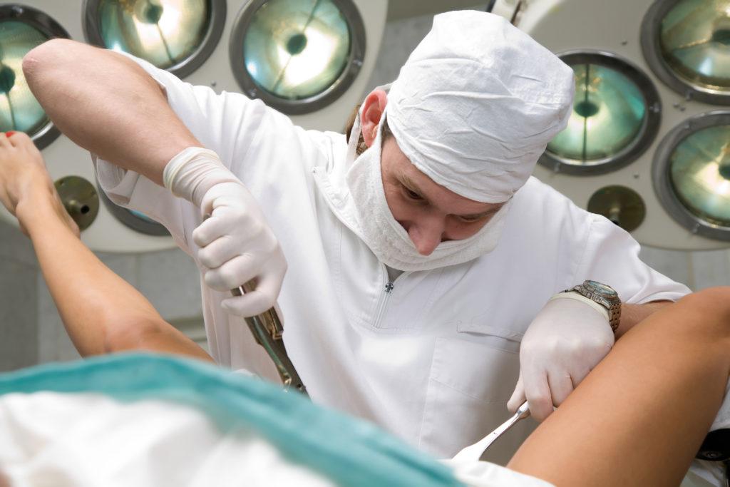 хирургическое удаление замершей беременности