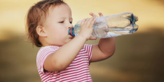 Caldo in arrivo: ecco 5 consigli per proteggere e idratare il tuo bambino