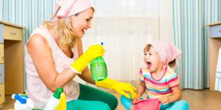 Il lavoro di una mamma, se fosse retribuito, varrebbe 3.045 euro netti al mese