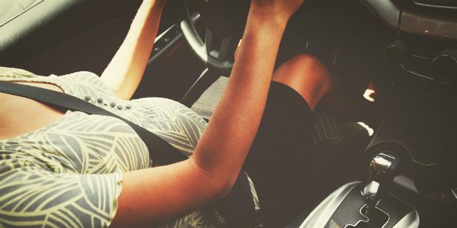 Cintura di sicurezza in gravidanza: va messa oppure no?