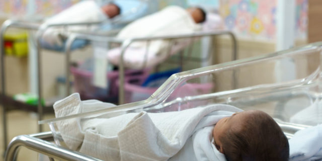 Istat, in otto anni nati 100mila bimbi in meno