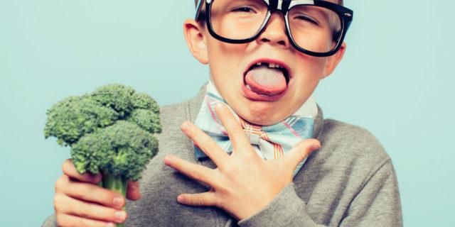 I consigli per convincere i bambini a mangiare la verdura