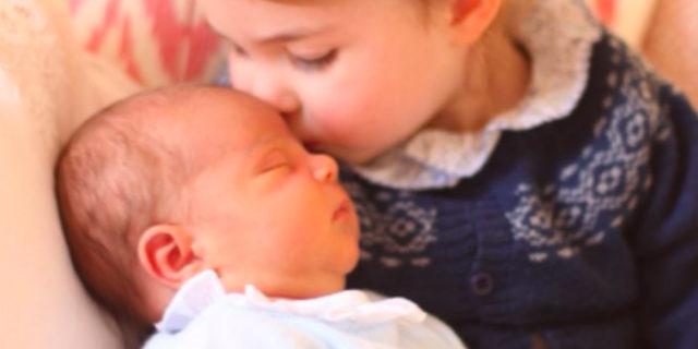 L'amore di una mamma: gli scatti di Kate Middleton al principe Louis