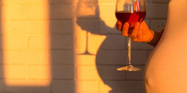 """""""L'alcol in gravidanza aumenta il rischio di alcolismo nel nascituro"""""""