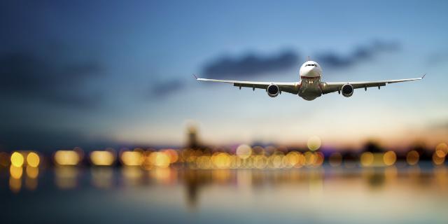 Si può volare in gravidanza? Fino a quando? Le regole delle compagnie aeree