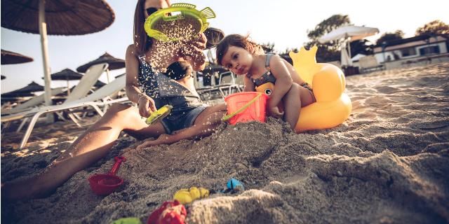 Castelli di sabbia e non solo: i giochi da spiaggia per i bambini