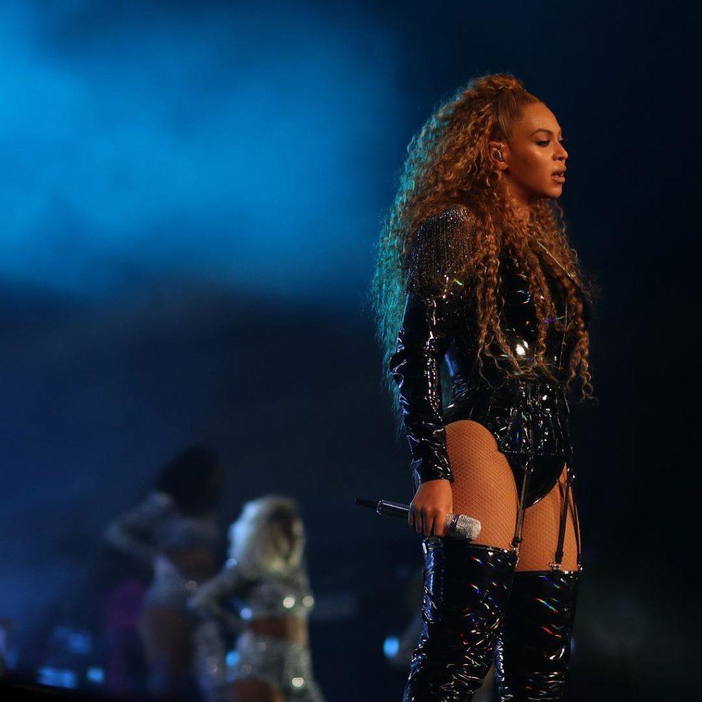 """La confessione di Beyoncé: """"La mia gravidanza difficile e il cesareo d'urgenza"""""""