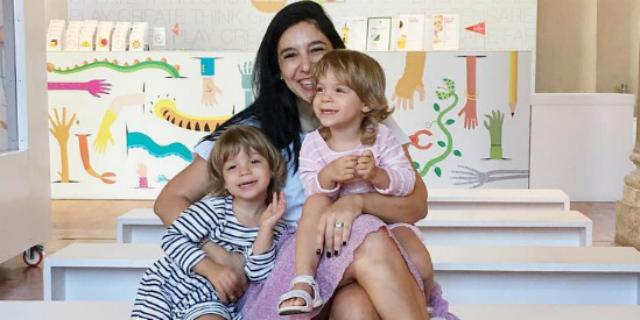"""""""Le mie bimbe? Simili, ma non uguali"""": Laura Renieri spiega la gemellitudine"""