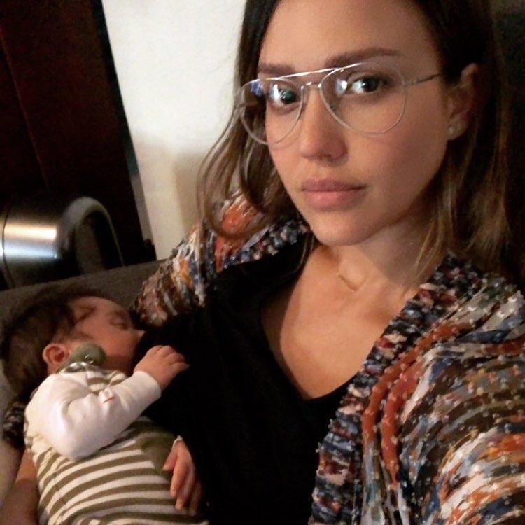 """Bianca Balti e le altre, se l'allattamento è """"social"""" (con un messaggio per le mamme)"""