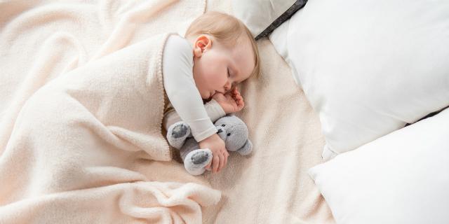 bimbo-mancino-dorme