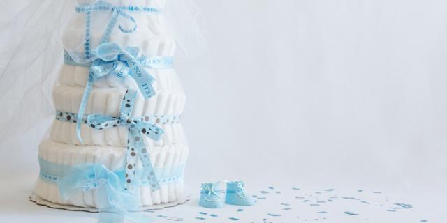 Come realizzare una torta di pannolini per il baby shower