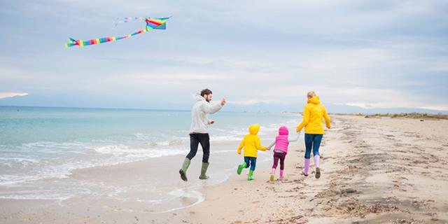 spiaggia bambini autunno