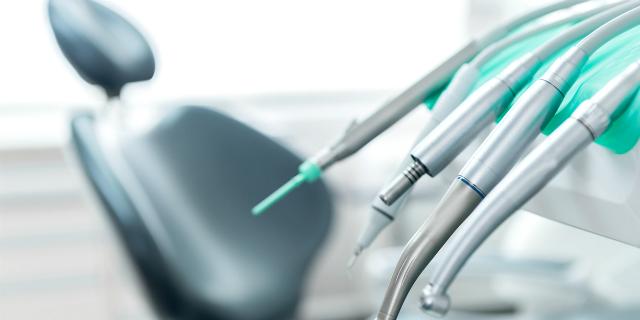 """""""A che età la prima visita dal dentista?"""""""