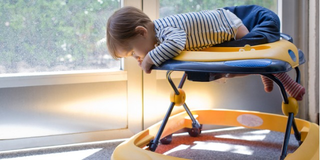 Il girello è davvero utile per i bimbi? Pro, contro e modelli migliori