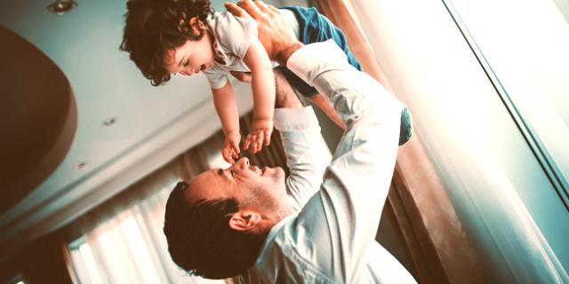 I 5 consigli per papà alle prime armi (secondo altri papà)