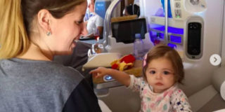 """Lo sfogo di Clio Make Up: """"Un viaggio aereo umiliante per me e mia figlia"""""""