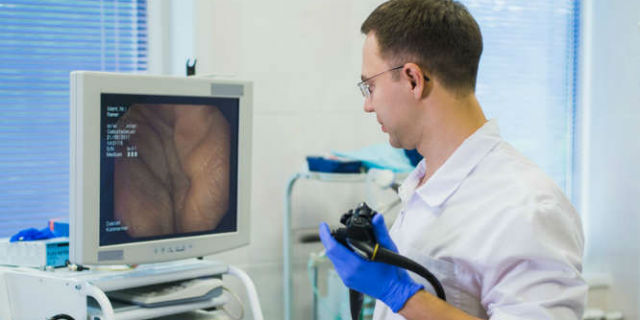 Tumori del colon, perché la prevenzione dovrebbe essere più forte della paura