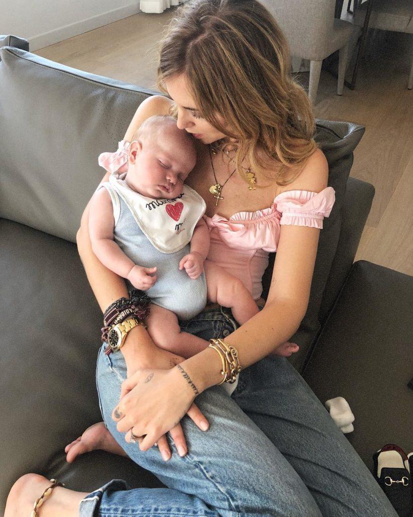 """Chiara Ferragni, social e polemiche: """"Alcune mamme sono terribili"""""""