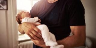 Congedo di paternità a rischio, una petizione per evitare il passo indietro