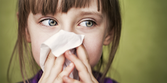 Arrivano i malanni di stagione: i consigli della pediatra per difendere i bimbi