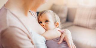 Quando smettere di allattare e in che modo: la guida