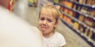 """""""Le sculacciate? Fanno più male che bene"""", avvertono i pediatri americani"""