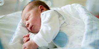 In Italia troppi bambini nascono con danni da alcol: l'allarme dei pediatri