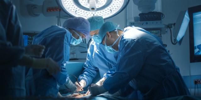 La prima bambina nata con trapianto di utero da una donatrice deceduta