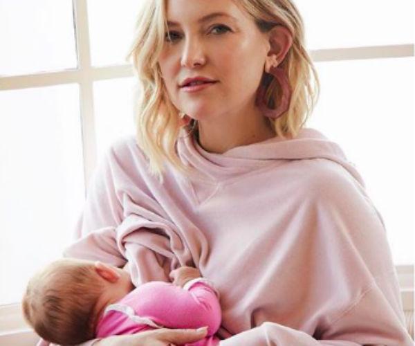 Perché (anche secondo Kate Hudson) è normale allattare in pubblico