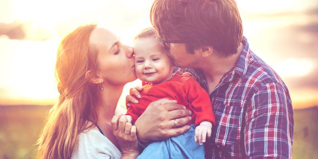 famiglia con neonato