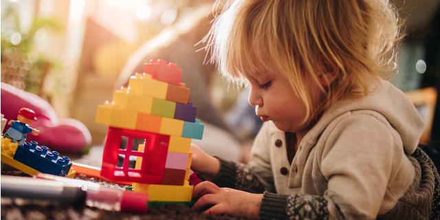 """""""Mamma, guarda come mi diverto!"""": i 10 giochi per bambini da 1 a 3 anni"""