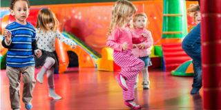 I benefici della psicomotricità nei bambini di 2-3 anni (con 5 esercizi pratici)