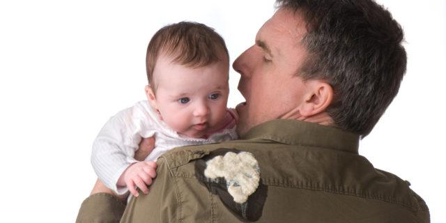 Rigurgito nel neonato: che cos'è, cause e rimedi