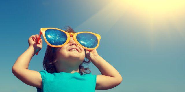 I 4 consigli d'oro per proteggere i bambini dal caldo
