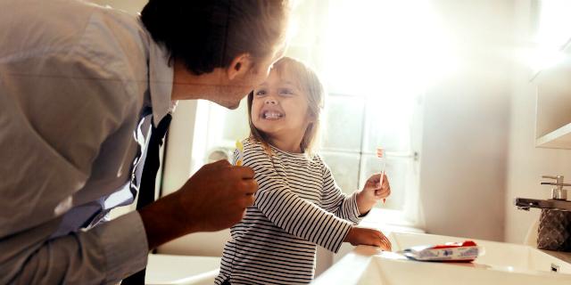 Come si puliscono i denti dei bambini? 5 consigli per mamma e papà