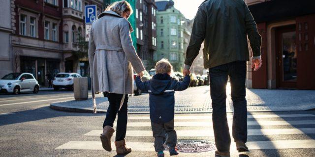 Perché è sano essere genitori imperfetti (e rende i figli più felici)