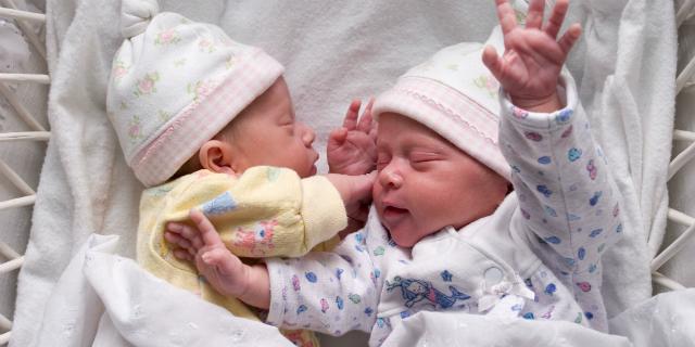 Insieme o separati? Come scegliere le migliori culle gemellari