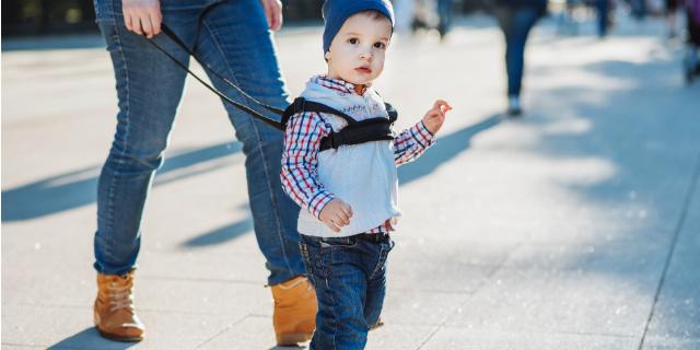 Guinzaglio per bambini: sì o no?
