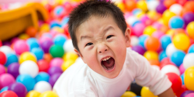 bambino-urlante